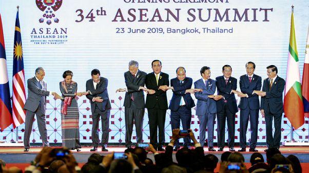 زعماء الدول الأعضاء في آسيان يتفقون على العمل لتعزيز اقتصاداتها