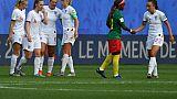 La joie des Anglaises victorieuses du Cameroun et qualifiées pour les quarts de finale du Mondial, le 23 juin 2019 à Valenciennes