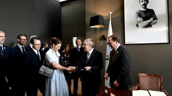 La délégation suédoise avec notamment la Princesse Victoria, est reçue par le patron du CIO Thomas Bach, sous le regard de Stefan Löfven (d), le 23 juin 2019 à Lausanne