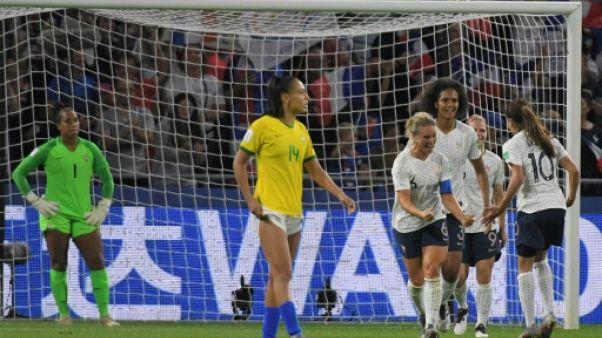 La capitaine Amandine Henry offre la victoire aux Bleues contre le Brésil en 8e de finale du Mondial au stade Océane au Havre, le 23 juin 2019