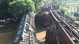 الشرطة: مقتل 5 وإصابة 100 بحادث قطار في بنجلادش