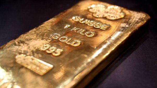 الذهب يحوم قرب أعلى مستوى في 6 أعوام
