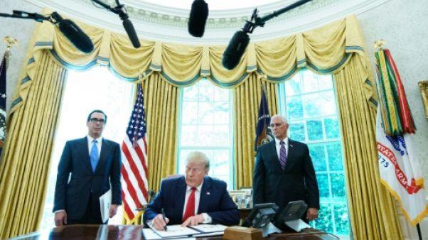 Donald Trump signe le décret imposant de nouvelles sanctions à l'Iran le 24 juin 2019 à la Maison Blanche
