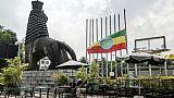 Le drapeau ethiopien est à moitié baissé en signe de deuil sur cette place d'Addis Abeba, le 24 juin 2019