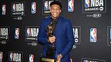 أنتيتوكومبو ثاني أوروبي يفوز بجائزة أفضل لاعب بدوري السلة الأمريكي
