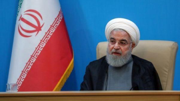 Une photo obtenue auprès de la présidence iranienne montre le président Hassan Rohani lors d'une rencontre avec des ministres à Téhéran, le 25 juin 2019