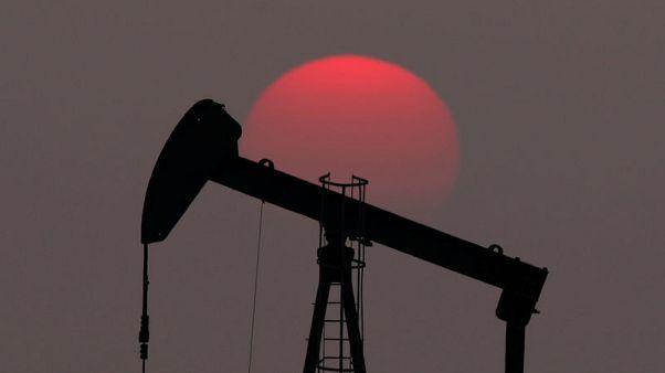 أسعار النفط تتباين قبل بيانات المخزون الأمريكي