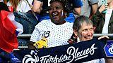 Sidonie Asseyi (c), la mère de Viviane, attaquante des Bleues, lors du match de phase de groupes du Mondial face au Nigéria, à Rennes, le 17 juin 2019