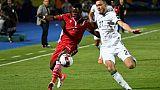 Le défenseur de Rennes et de l'Algérie, Ramy Bensebaïni (d), lors du match de phase de groupes de la CAN face au Kénya, au Caire, le 23 juin 2019