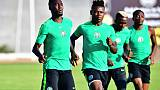 L'attaquant du Nigeria, Samuel Kalu (c), à l'entraînement, à Alexandrie en Egypte, le 21 juin 2019