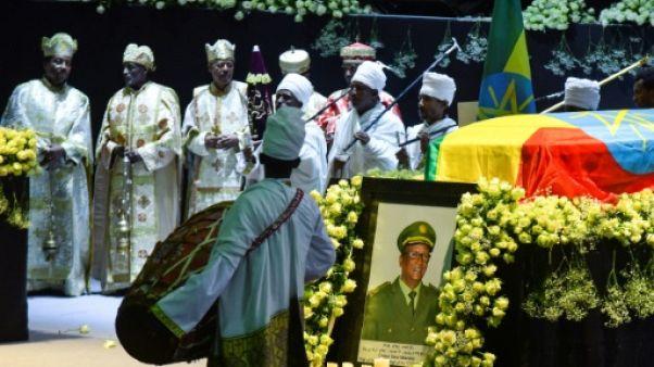 Des responsables religieux rendent hommage au chef d'état-major de l'armée, Seare Mekonnen, lors d'une cérémonie à Addis Abeba, le 25 juin 2019