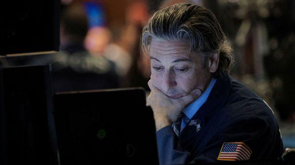 وول ستريت تغلق منخفضة وسط هبوط أسهم التكنولوجيا ومخاوف التجارة