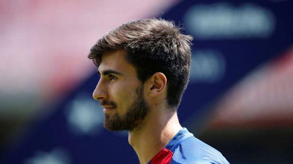إيفرتون يضم جوميز نهائيا من برشلونة
