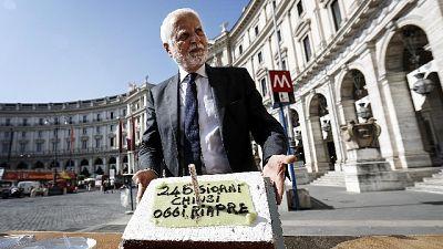 Riapre metro Repubblica, anche una torta