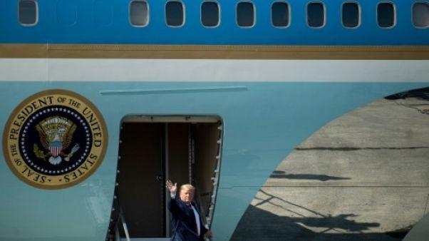 Le président américain Donald Trump à la base Elmendorf Air Force à Anchorage, en Alaska, avant de se rendre au Japon le 27 juin 2019