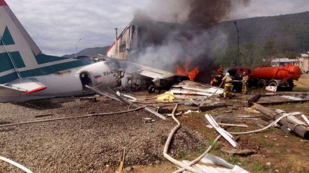طائرة روسية تهبط اضطراريا ومقتل اثنين
