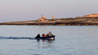 Migranti: in 10 su barchino a Lampedusa