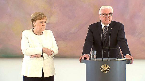 المستشارة الألمانية ميركل تنتابها رعشة للمرة الثانية خلال شهر
