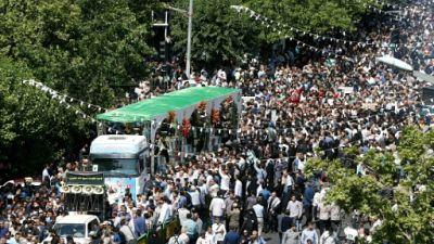 """Des Iraniens rendent hommage à Téhéran le 27 juin 2019 à """"150 martyrs"""" tombés lors de la guerre Iran-Irak ou en Syrie"""