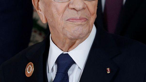 نقل الرئيس التونسي للمستشفى بعد وعكة صحية حادة