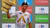 L'Autrichien Stefan Denifl (Aqua Blue's) pose sur le podium après sa victoire dans la 17e étape de La Vuelta, le 6 septembre 2017 à Arredondo