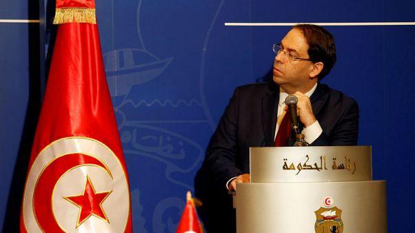 رئيس وزراء تونس يزور السبسي في المستشفى ويدعو للتوقف عن بث أخبار زائفة