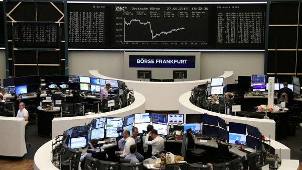 أسهم أوروبا تتخلى عن مكاسبها بعد تصريحات من البيت الأبيض بددت التفاؤل بشأن التجارة