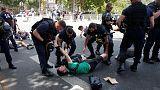نشطاء يشتبكون مع الشرطة في باريس وسط ارتفاع قياسي في درجات الحرارة