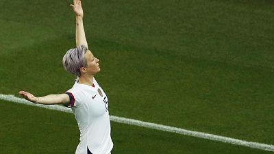 Doppietta Rapinoe, Usa in semifinale