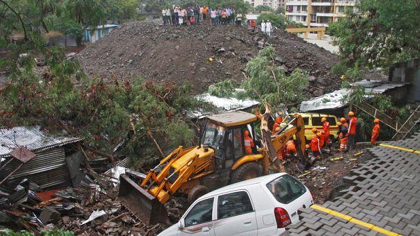 مقتل 15 على الأقل بعد انهيار جدار في غرب الهند