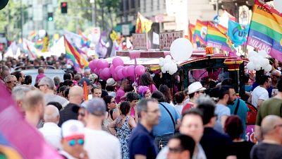Gay: Milano si colora con il Pride