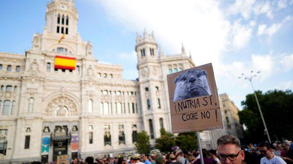 احتجاج في مدريد بعد تعليق المحافظين الحظر المفروض على معظم السيارات الملوثة للبيئة