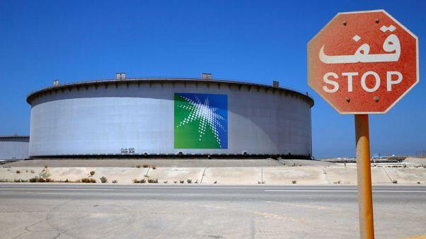 تخفيضات إنتاج النفط تضغط على النمو السعودي في الربع/1
