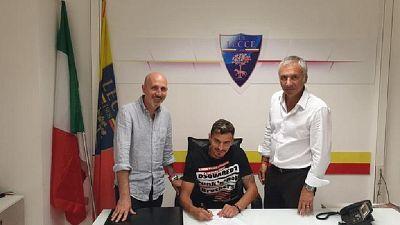 Lecce, arriva difensore Benzar