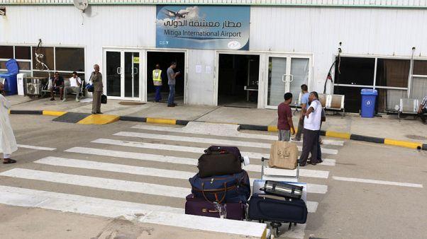 توقف الملاحة الجوية بمطار معيتيقة الدولي في العاصمة الليبية بعد ضربة جوية