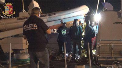 Migranti: in 42 a Pozzallo, due fermi