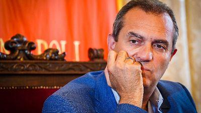 "De Magistris: ""Stringerò mano a De Luca"""