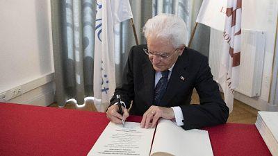 Mattarella firma decreto salva-conti