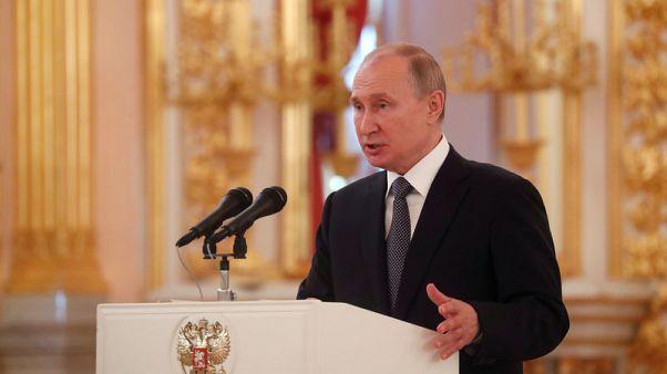 بوتين يوقع قانونا بتعليق معاهدة القوى النووية المتوسطة المدى