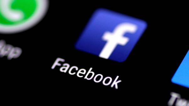 فيسبوك تقول إنها أصلحت عطلا تأثرت به منصاتها الإلكترونية