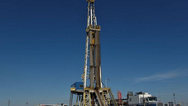 بيكر هيوز: عدد حفارات النفط بأمريكا ينخفض لأول مرة في 3 أسابيع