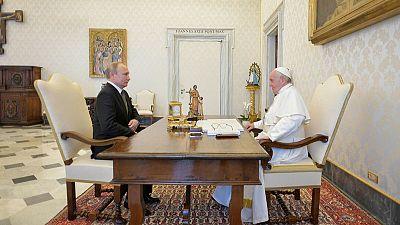 """بوتين والبابا يعقدان محادثات """"جوهرية"""" والأزمة الأوكرانية تلقي بظلالها"""