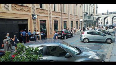 Uccide negoziante e si spara a Cuneo
