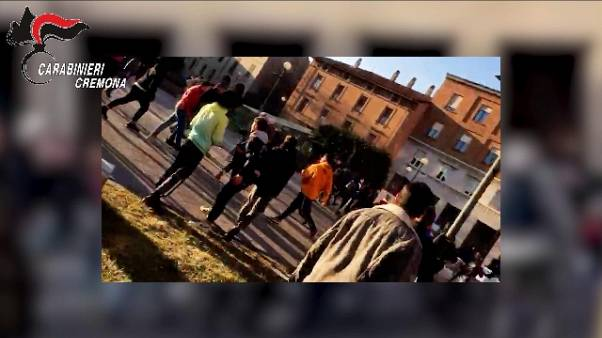 Piazze come ring per risse, 7 arresti