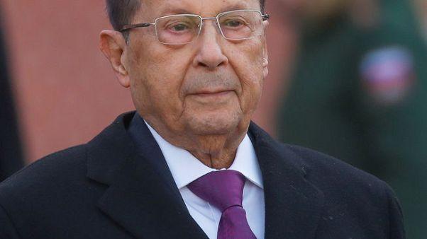 عون يؤكد صمود المصالحة اللبنانية قبل جنازة مساعد وزير