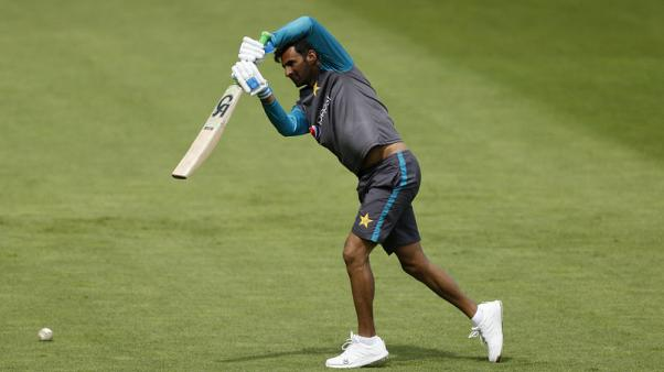 Former Pakistan captain Malik retires from ODIs