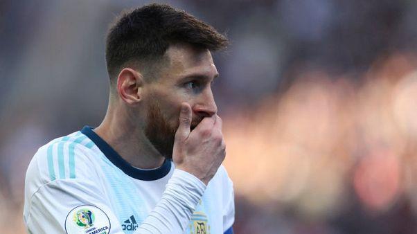 """ميسي الغاضب يهاجم """"الانحياز للبرازيل"""" بعد طرده في كوبا أمريكا"""