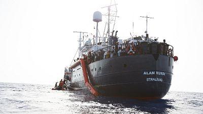 Migranti: 3 collassati su Alan Kurdi