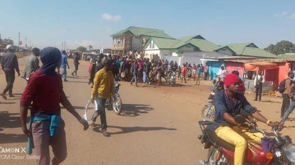 جيش الكونجو يطلق الرصاص في الهواء لتفريق احتجاج عند مصنع لجلينكور