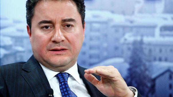 حليف سابق للرئيس التركي يستقيل من الحزب الحاكم
